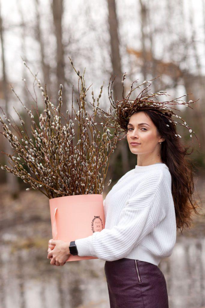 фотосессия весной для девушки с вербой