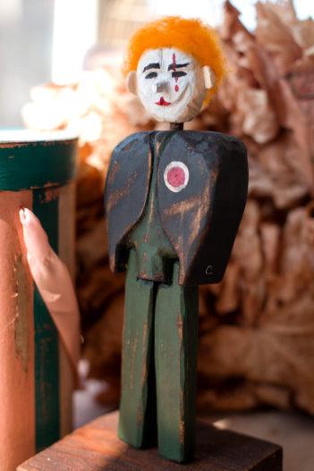 статуэтка из дерева купить