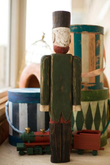Большой деревянный солдатик Щелкунчик