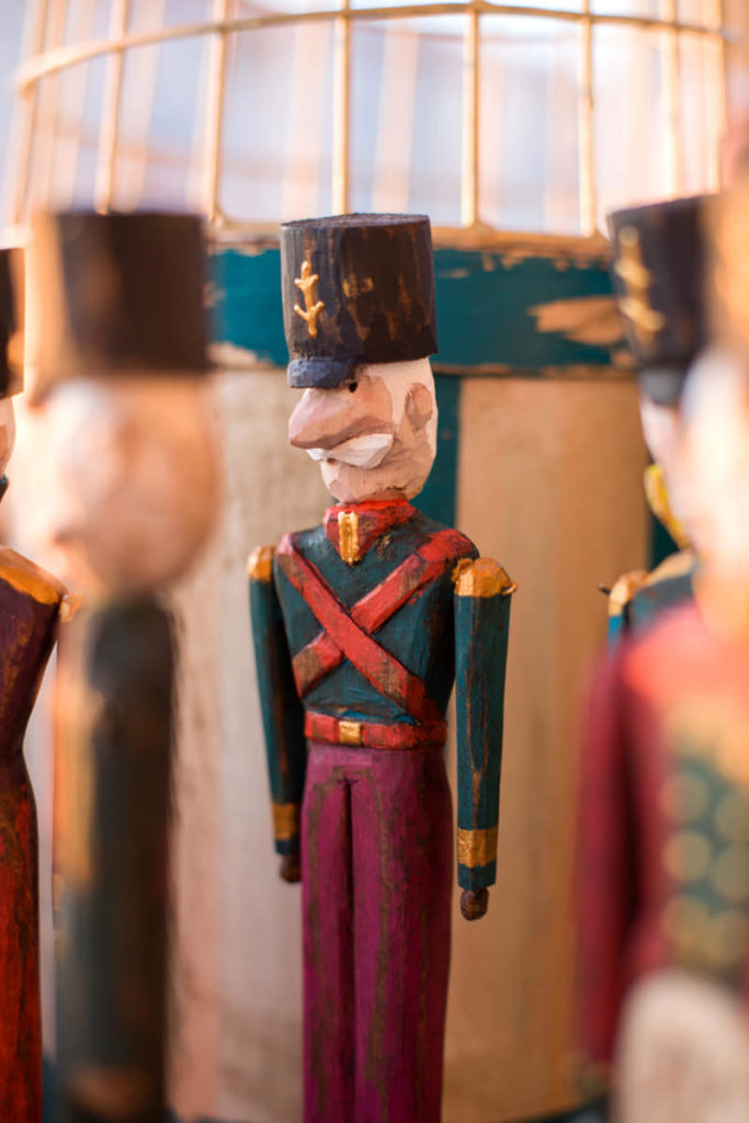 Деревянный солдатик Щелкунчик для декора